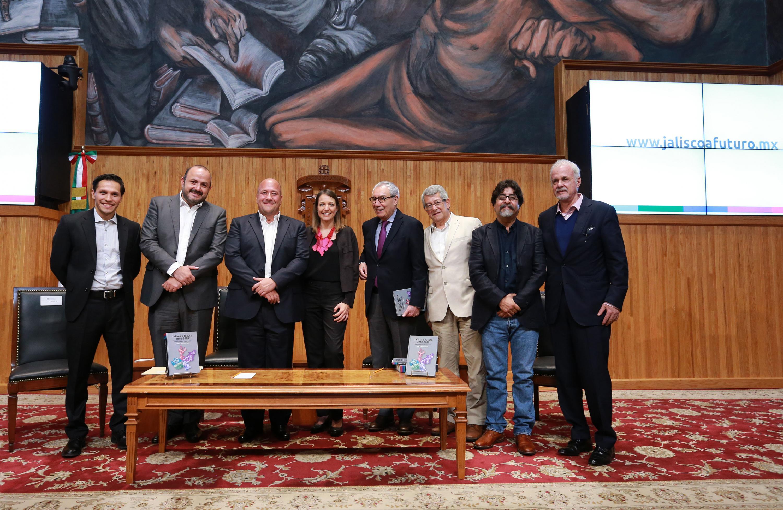 """Autoridades, académicos de la universidad de Guadalajara, así como autoridades de gobierno de Jalisco, en el estudio """"Jalisco a Futuro 2018-2030"""