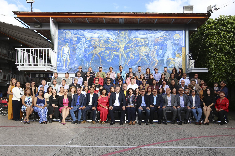 Autoridades universitarias, personal académico y administrativo de la Preparatoria 13 del Sistema de Educación Media Superior (SEMS) de la Universidad de Guadalajara (UdeG)