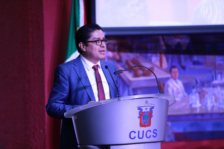 El Rector del CUCS doctor José Francisco Muñoz Valle, en uso de la palabra