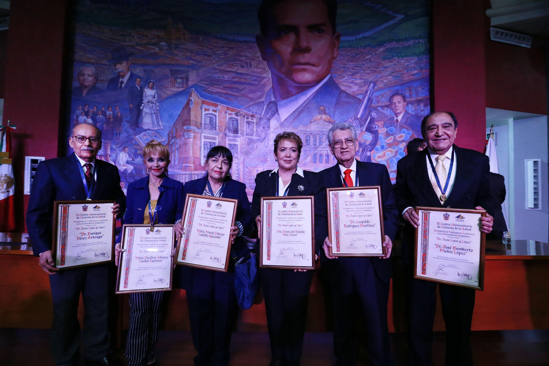 La Presea Juan López y López, que consta de una medalla y un reconocimiento, fue otorgada por parte del Sindicato de Trabajadores Académicos de la UdeG (STAUdeG) y del CUCS