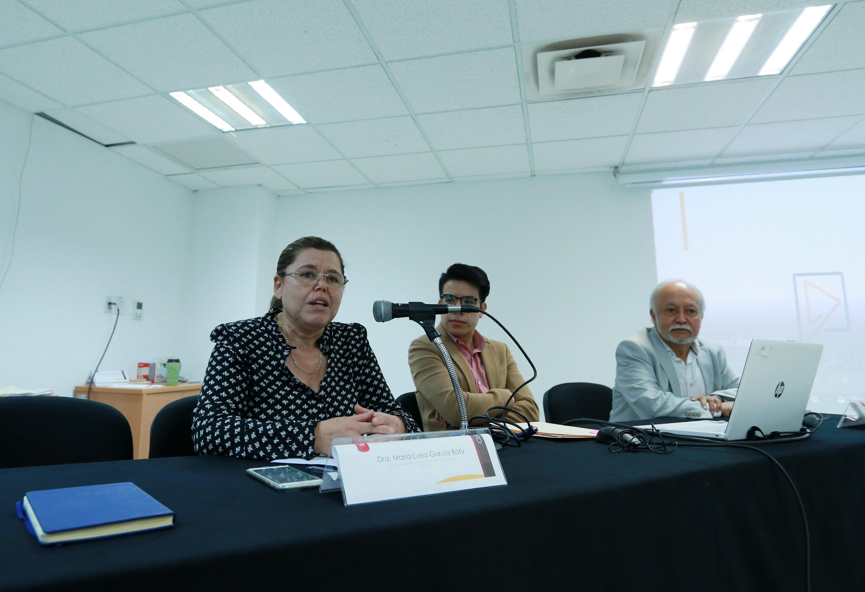 La Coordinadora de Investigación y Posgrado de la UdeG, doctora María Luisa García Bátiz, en uso de la palabra
