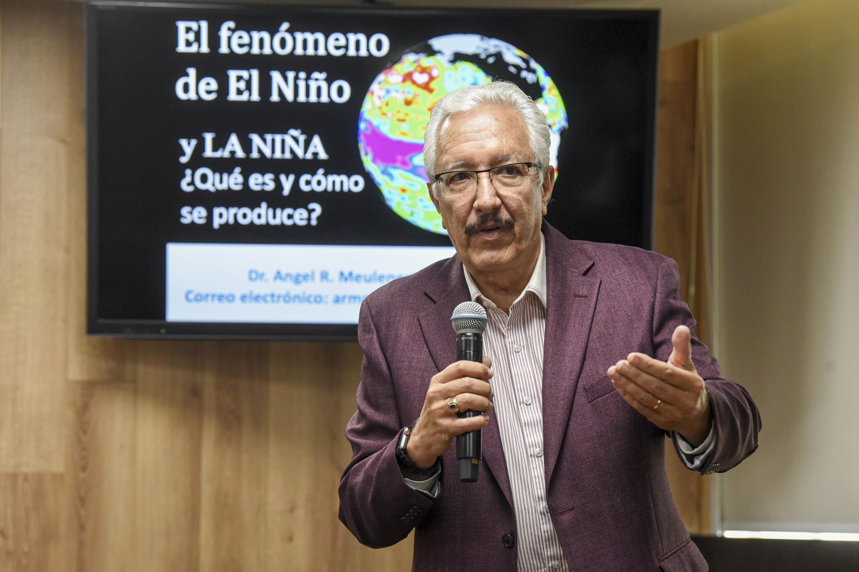 El meteorólogo y asesor del Instituto de Astronomía y Meteorología (IAM), del Centro Universitario de Ciencias Exactas e Ingenierías (CUCEI) de la UdeG, doctor doctor Ángel Reynaldo Meulenert