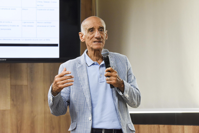El profesor investigador del IAM, doctor Omar García Concepción