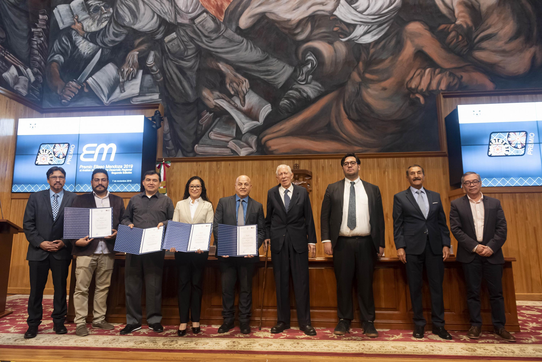 Académicos en el marco de la entrega del Premio Eliseo Mendoza 2019 al Análisis Económico del Desarrollo Regional, en su segunda edición