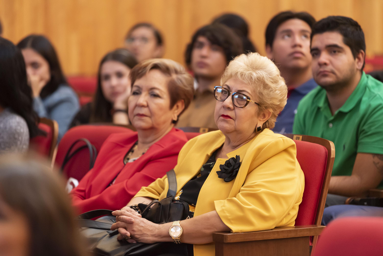 Público asistente a la entrega del Premio Eliseo Mendoza 2019 al Análisis Económico del Desarrollo Regional, en su segunda edición