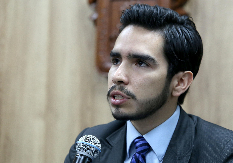 El profesor del Departamento de Psicología Básica del CUCS y organizador del foro, psicólogo Víctor Alejandro Nodal Silva