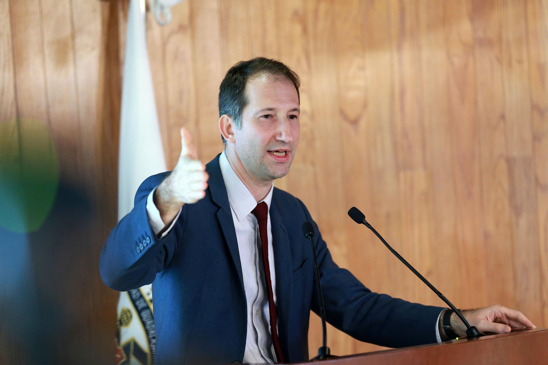 El Inspector General de la Educación, el Deporte y la Investigación del Ministerio de la Educación Superior de Francia, doctor Fréderic Forrest