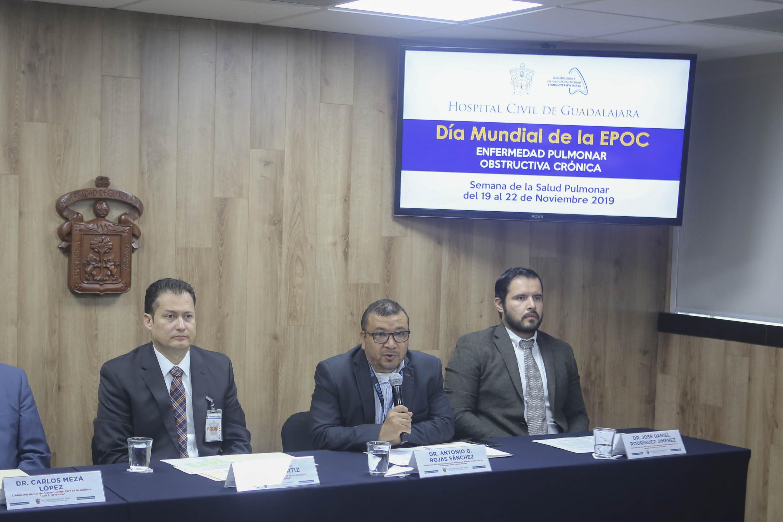El Jefe del Servicio de Fisiología Pulmonar e Inhaloterapia del Fray Antonio Alcalde, doctor Antonio Gerardo Rojas Sánchez, en uso de la palabra