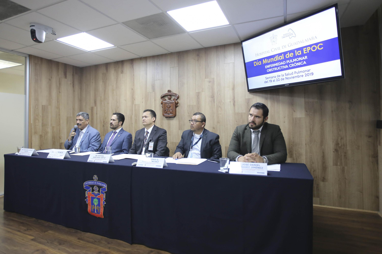 Médicos de los Hospitales Civiles en rueda de prensa para dar a conocer el programa de la Semana de la Salud Pulmonar