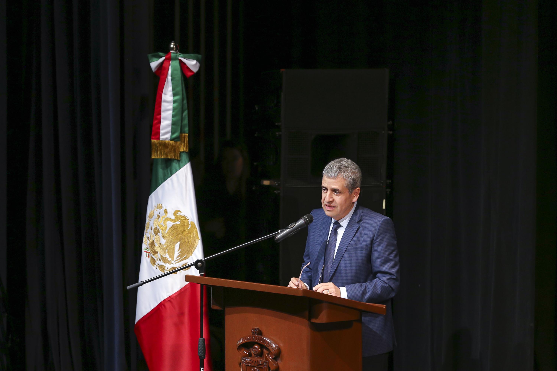 El Vicerrector Ejecutivo de la UdeG, doctor Héctor Raúl Solís Gadea, en uso de la palabra