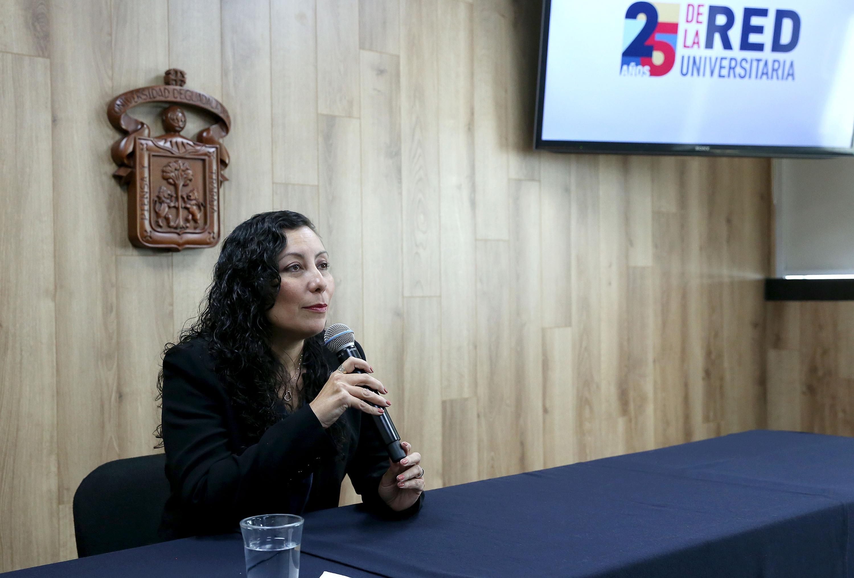 La profesora del Departamento de Finanzas, del Centro Universitario de Ciencias Económico Administrativas (CUCEA), de la UdeG, maestra Alicia Márquez Guízar, en uso de la palabra