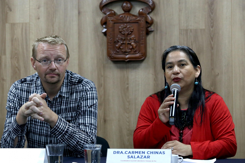 La Coordinadora del Laboratorio Visiones de Paz, por parte de la UdeG, doctora Carmen Chinas Salazar, en uso de la palabra