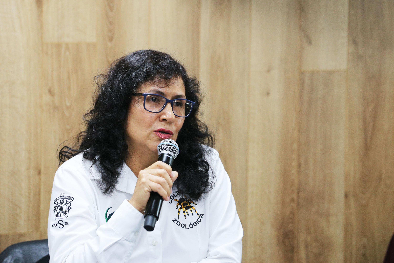 La responsable de la Colección Entomológica, doctora Edith García Real, en uso de la palabra