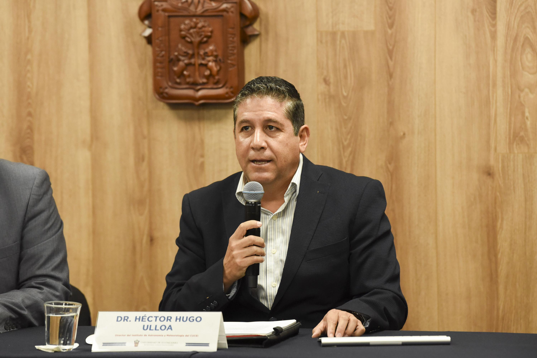 El Director del Instituto de Astronomía y Meteorología de la UdeG, doctor Héctor Hugo Ulloa, en uso de la palabra