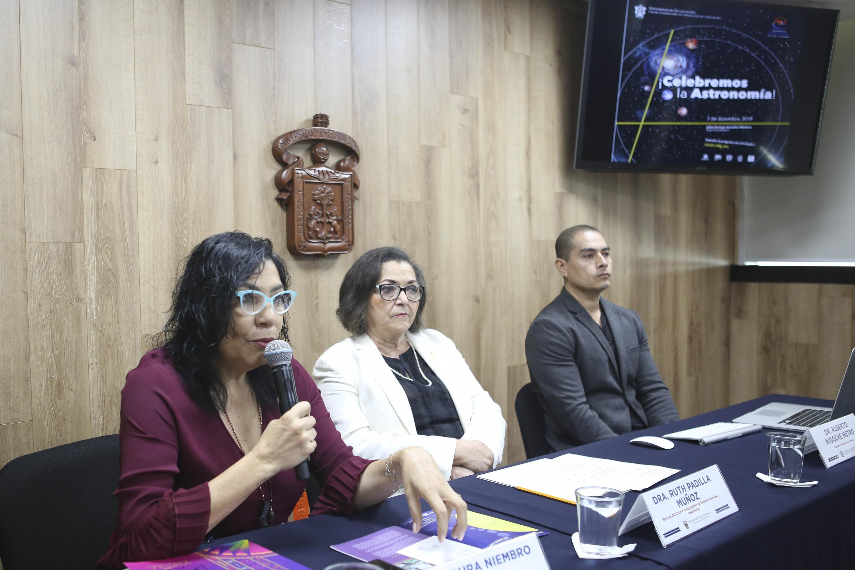 Autoridades universitarias en el Coloquio Internacional de Astronomía, son algunos temas del programa La FIL También es Ciencia 2019