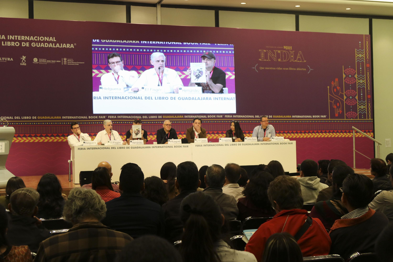 """Caricaturistas durante la charla """"Chamucos en acción"""", durante el Encuentro Internacional de Caricatura e Historieta (EICH)"""