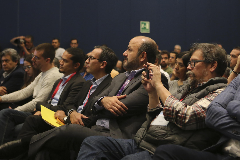 El Rector General de la Universidad de Guadalajara asistió a la mesa de dialogo La política de comunicación del nuevo gobierno de la Cuarta Transformación