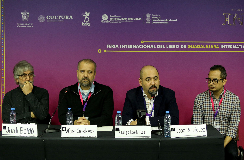 Autoridades universitarias en  la Presentan catálogo de la IV Bienal de Pintura José Atanasio Monroy
