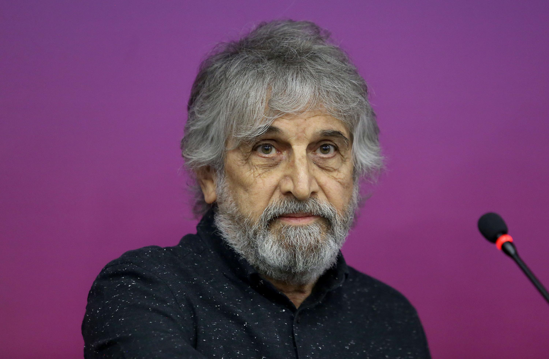 El maestro Jorge Juan (Jordi) Boldó Belda, ganador del primer lugar con la pintura Tríptico terrenal