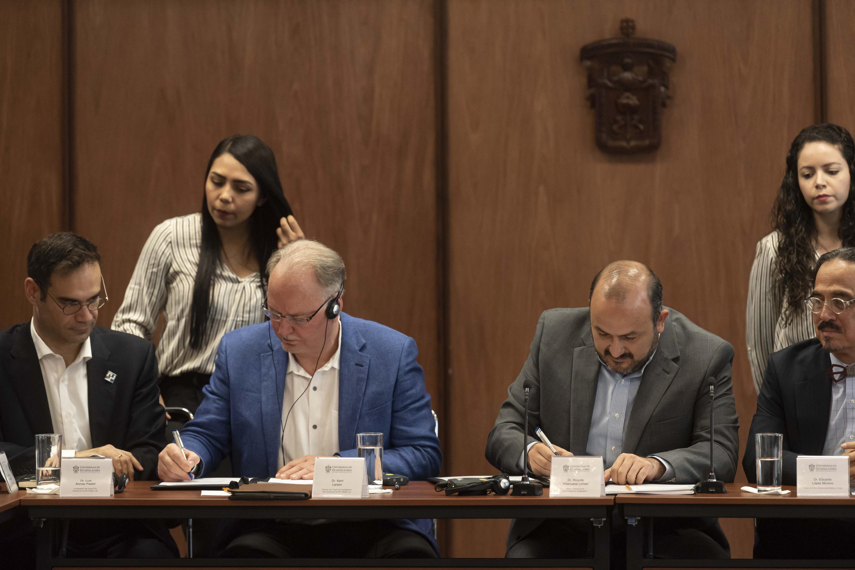 Académicos de la Universidad de Guadalajara (UdeG) y el grupo Ciencias de la Ciudad (City Science), del Massachusetts Institute of Technology (MIT), firmaron un convenio de colaboración