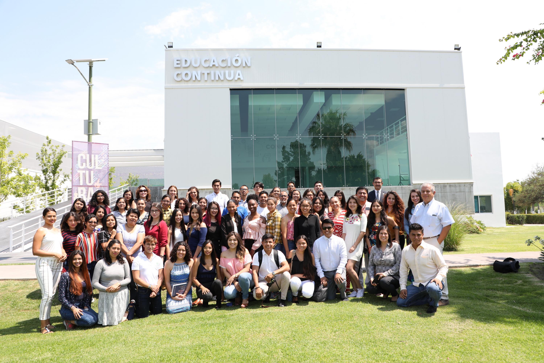 Investigadores del Centro Universitario del Norte (CUNorte) y estudiantes procedentes de Colombia, Michoacán, Jalisco, Guerrero, Colima, Nayarit, Puebla, Sonora y Veracruz, así como autoridades del Centro Universitario