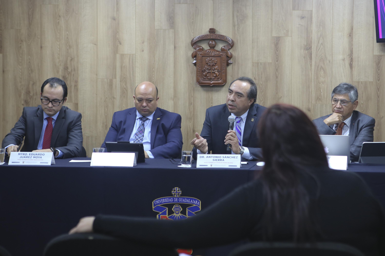 Académicos   en rueda de prensa para analizar la reforma fiscal 2020, consejos prácticos para la ciudadanía