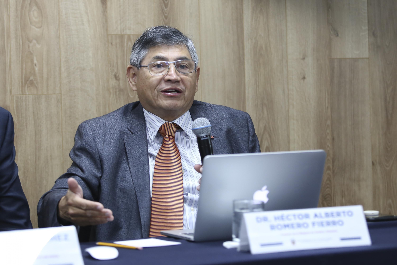 El doctor Héctor Romero Fierro, profesor de la maestría en Análisis Tributario