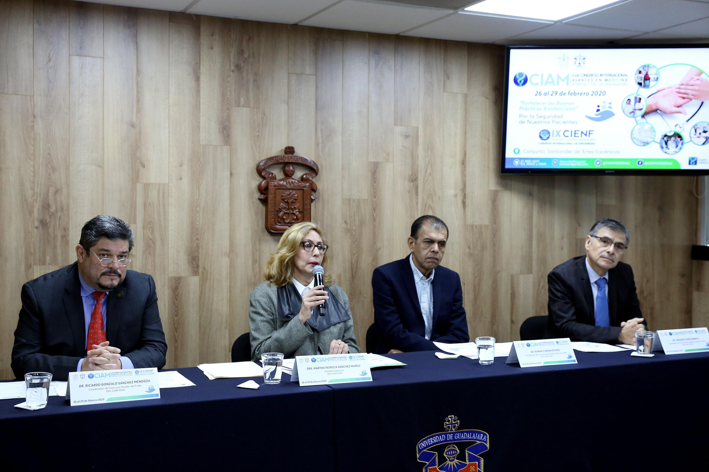 Académicos en rueda de prensa para dar a conocer el concurso de los trabajos libres en cartel, así como el concurso Desafío del Fraile