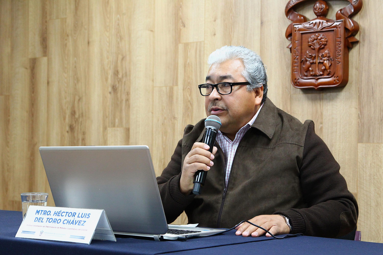 El profesor investigador del Departamento de Métodos Cuantitativos, del Centro Universitario de Ciencias Económico Administrativas (CUCEA) de la UdeG, doctor Héctor Luis del Toro Chávez