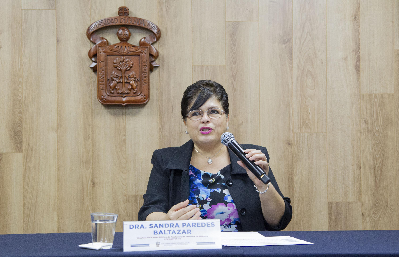 La directora, doctora Sandra Paredes Baltazar