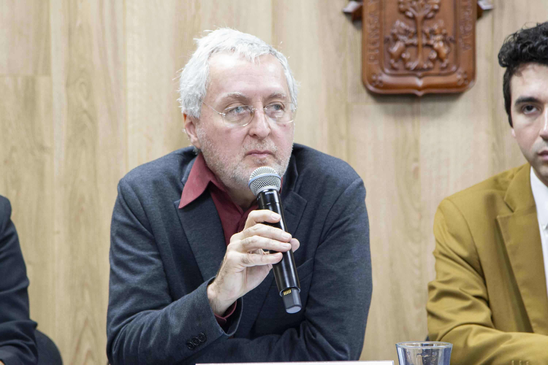 El Director del Centro de Estudios sobre América del Norte, adscrito al Centro Universitario de Ciencias Sociales y Humanidades (CUCSH) de la UdeG, doctor Arturo Santacruz Díaz Santana