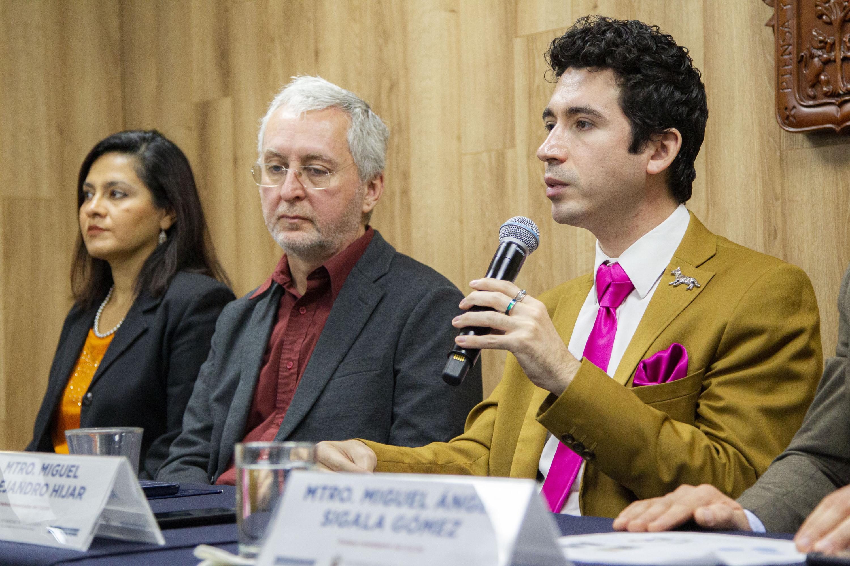 El investigador del Centro de Estudios sobre América del Norte, maestro Miguel Alejandro Híjar Chiapa