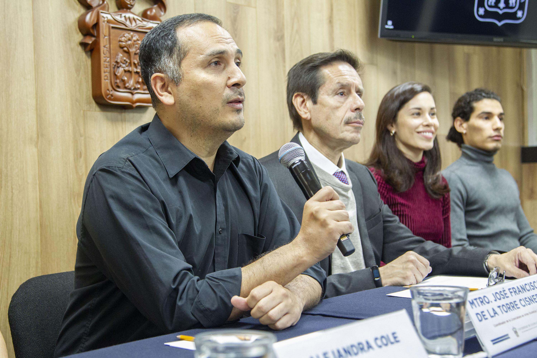Académicos en rueda de prensa Participación de seis egresados UdeG en una compañía italiana de danza contemporánea