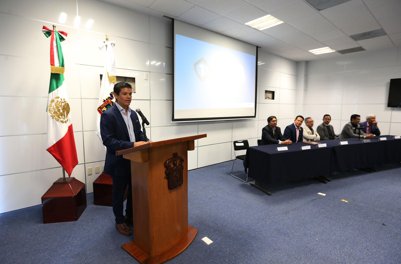 El profesor investigador del Departamento de Políticas Públicas, del Centro Universitario de Ciencias Económico Administrativas (CUCEA), doctor Gabriel Flores Allende