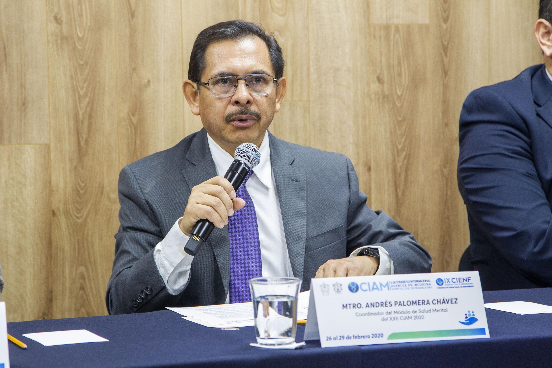 El coordinador del Módulo de Salud Mental, maestro Andrés Palomera Chávez