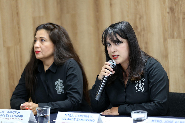 La Jefa de la Unidad de Bienestar Estudiantil, maestra Vanessa Velarde Zambrano
