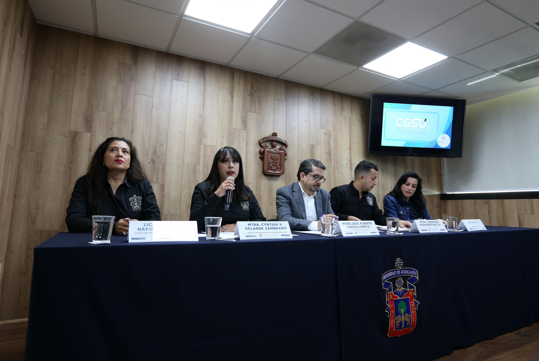 Autoridades universitarias en rueda de prensa para dar a conocer la realización de la Vigésima Expo Profesiones de la Universidad de Guadalajara