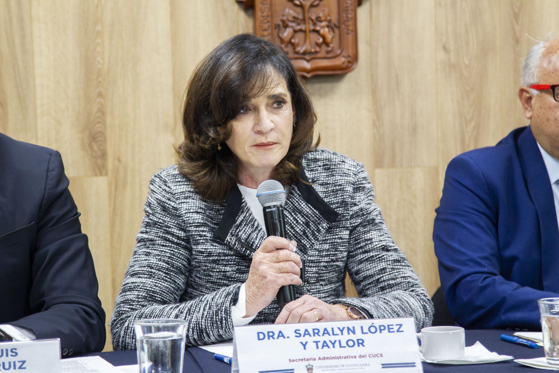 La Secretaria Administrativa del CUCS, doctora Saralyn López y Taylor