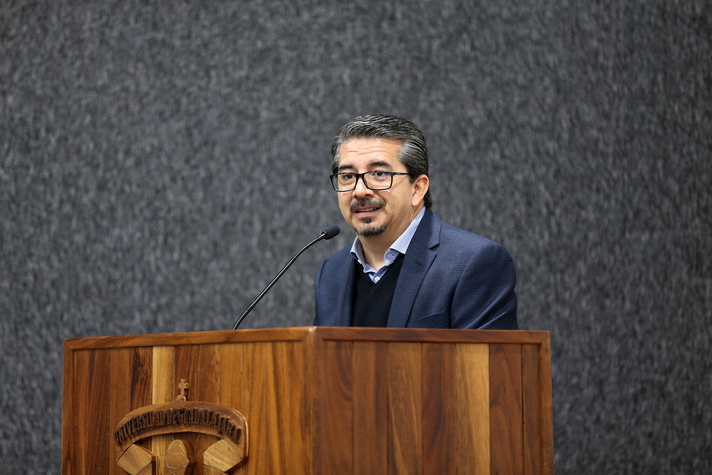 El titular de la Coordinación General de Servicios a Universitarios (CGSU), maestro José Alberto Castellanos Gutiérrez, en uso dela palabra
