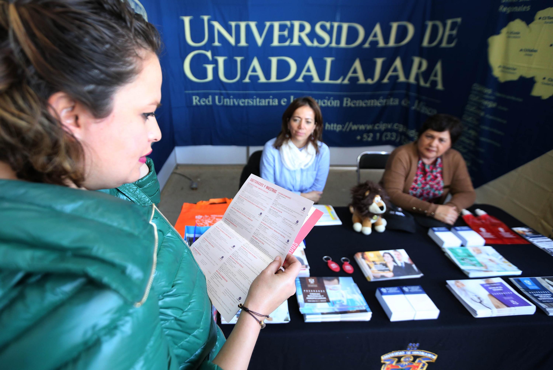 """La XX Expo Profesiones """"De corazón y mente: Piensa y decide"""", realizada en el Centro Universitario de Ciencias Sociales y Humanidades (CUCSH), sede Los Belenes"""