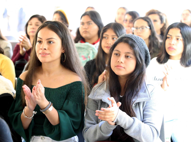 """Jovenes asistentes ala conferencia como parte de la Jornada """"Entre nosotras hay científicas"""", en el marco del Día Internacional de la Mujer y la Niña en la Ciencia, organizada por UDGVirtual"""