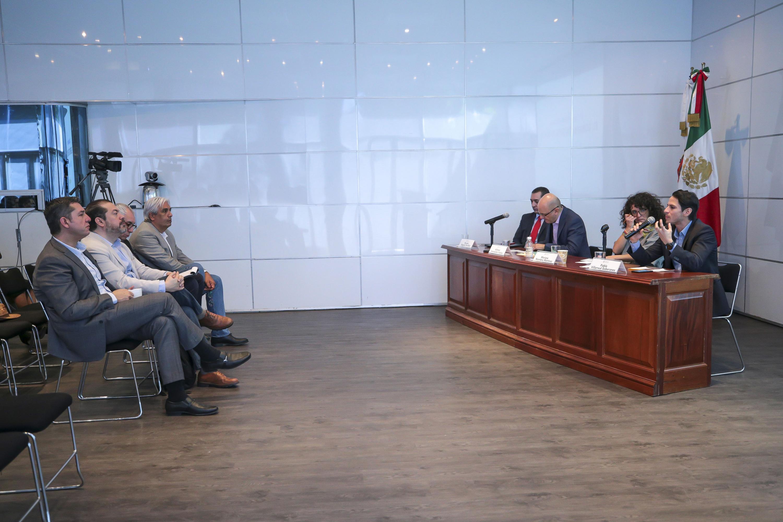 Académicos en el VI Coloquio de Invierno: El Gobierno Digital Nacional, organizado por el CUCEA