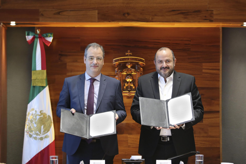 El acto protocolario tuvo lugar en el edificio de Rectoría General y firmaron por la UdeG
