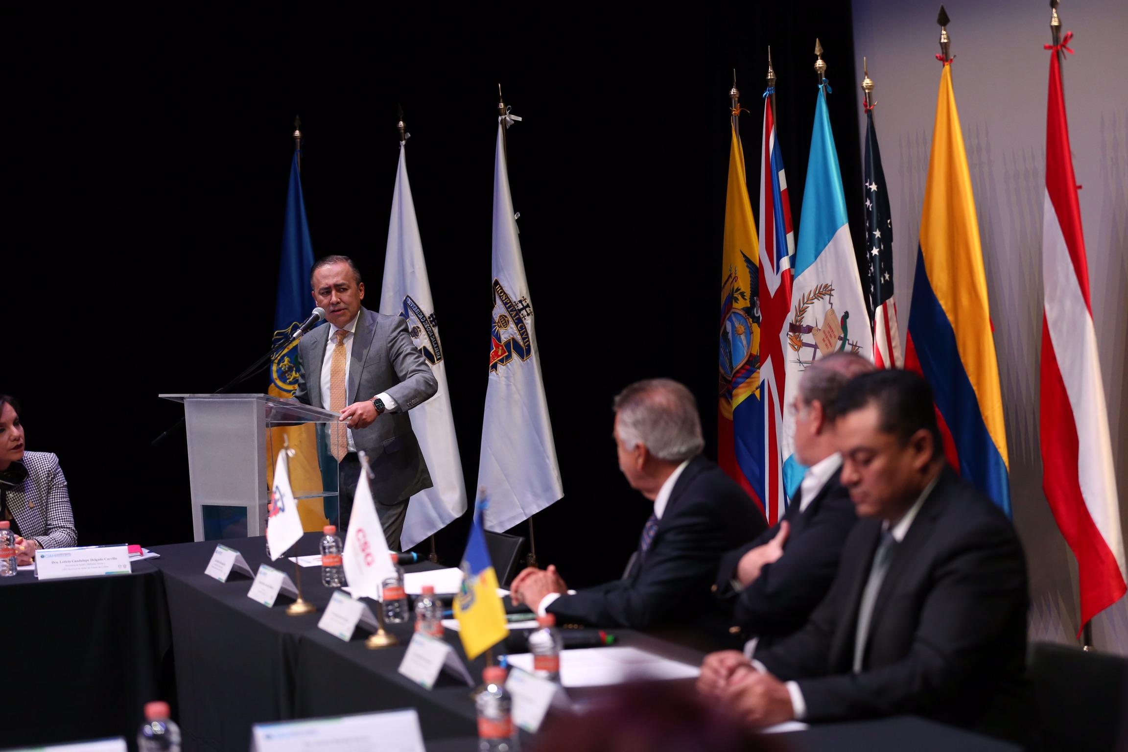 El doctor Jaime Federico Andrade Villanueva, Director del HCG, en uso de la palabra