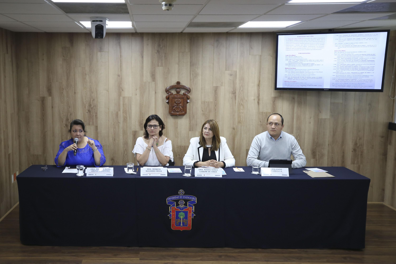Académicos en rueda de prensa para informar las diferentes actividades de la Semana del Cerebro