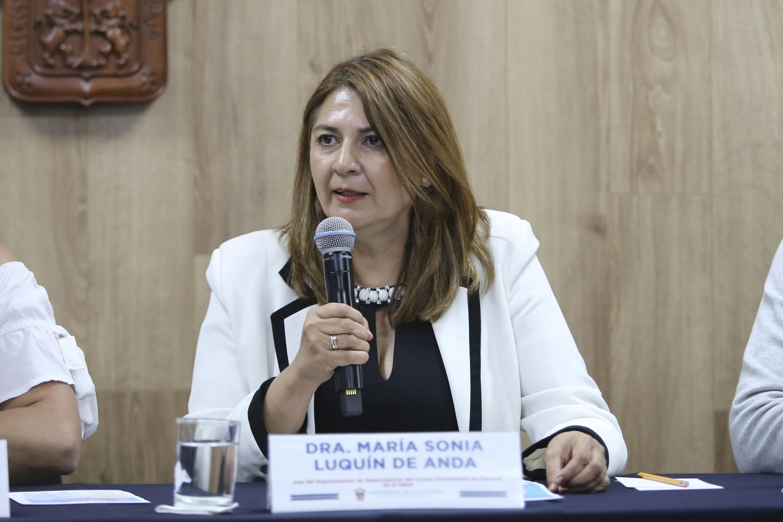 La Jefa del Departamento de Neurociencias del CUCS, doctora María Sonia Luquín de Anda, en uso de la voz