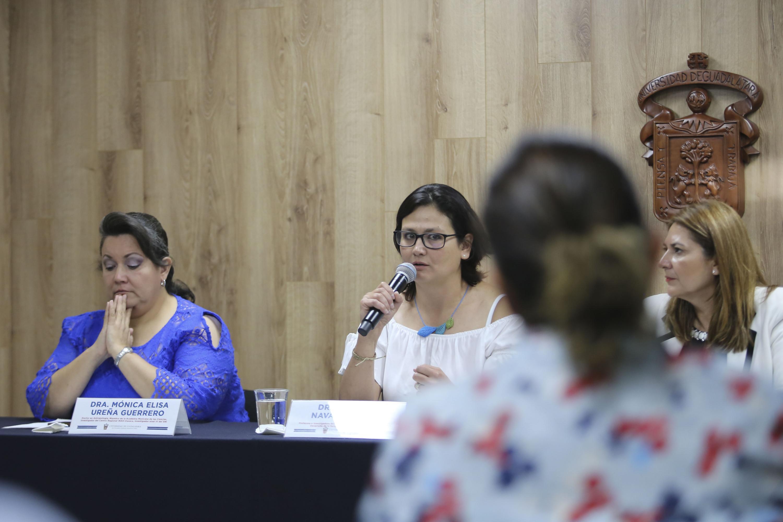 La profesora investigadora del Departamento de Promoción, Preservación y Desarrollo de la Salud, del Centro Universitario del Sur (CUSur), doctora Mónica Navarro Meza, en uso de la voz