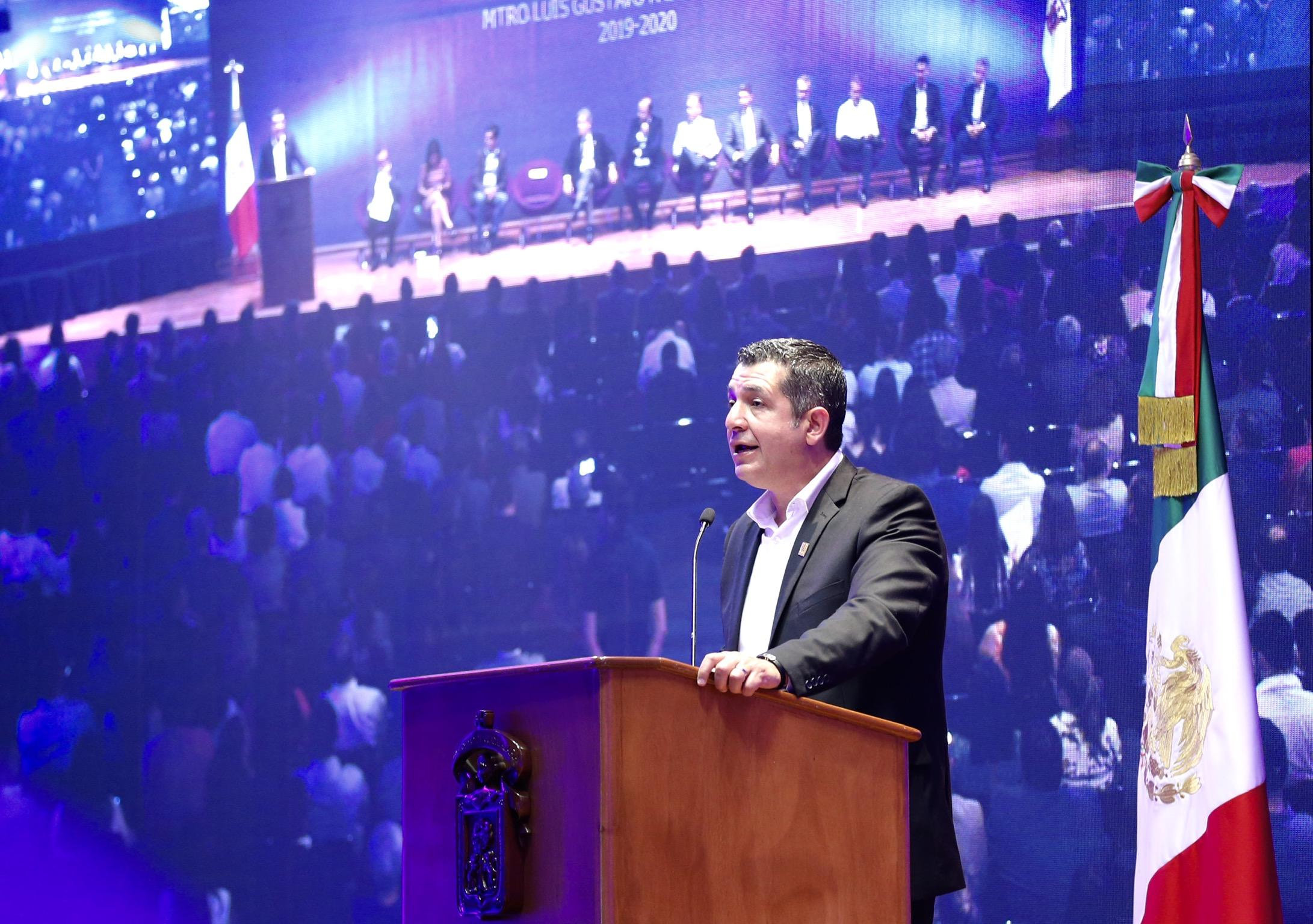 El Rector de este campus, maestro Luis Gustavo Padilla Montes, en uso de la voz