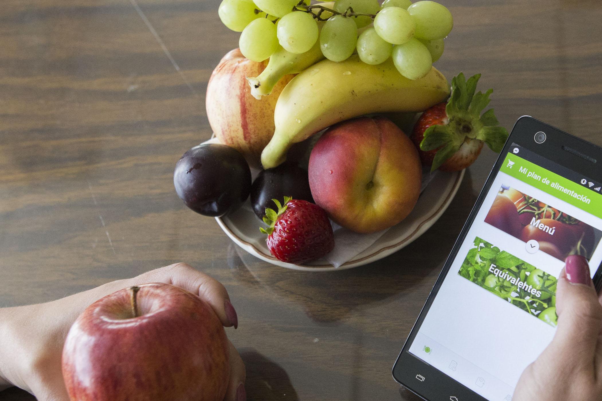 Una dieta balanceada con alimentos frescos y ricos en vitamina C, A, D, E y Zinc es suficiente para fortalecer el sistema inmunológico