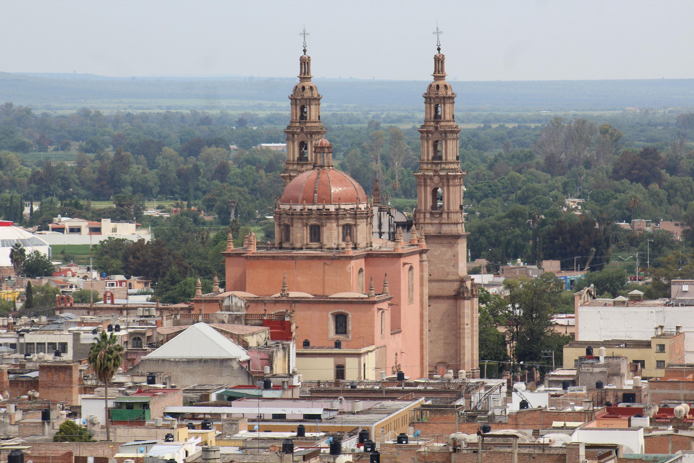 """Periodista de """"La gaceta"""" de UdeG, Iván Serrano, presenta """"Jalisco. Voces de leyenda"""", serie que ya se puede escuchar en plataformas de podcast"""